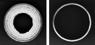 Труба ГВС с отложениями накипи до (слева) и после (справа) обработки воды комплексонами